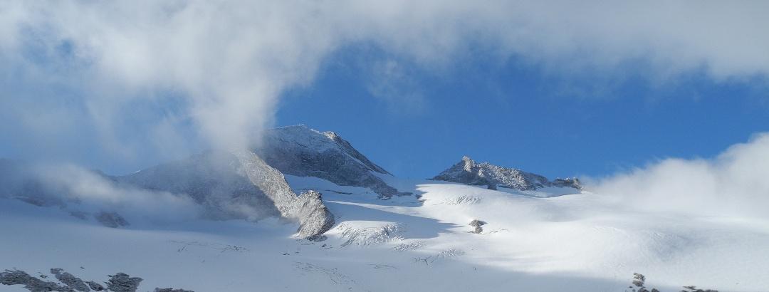 Großelendkees. Im Hintergrund der Großelendkogel, 3317m und die Jochspitze, 3179m