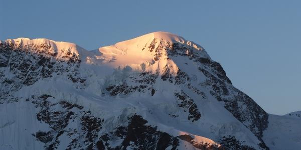Cette randonnée vers le haut du Breithorn (4'164 m) s'avère idéale pour se remplir les poumons d'air alpin pour la première fois