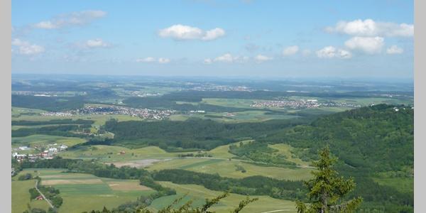 Der Blick vom Himmelstein reicht weit ins Land.
