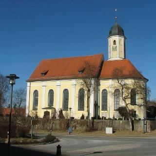 Die Pfarrkirche in Ungerhausen.
