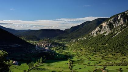 Blick auf Gósol vom Coll de Josa Tal aus