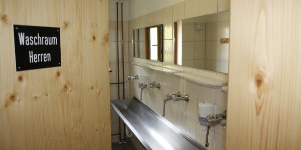 Waschräume und Duschen