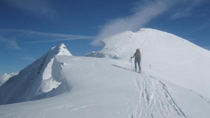 ...zum kreuzlosen Gipfel (links die Rollspitze)