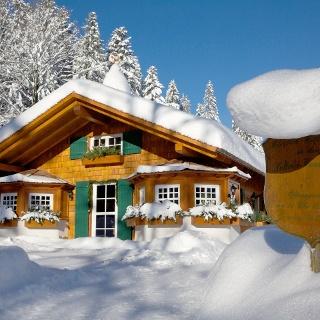 Wanderhütte Sattelei im Winter