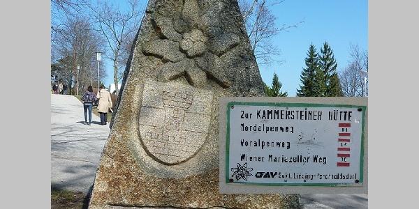 Start am Weitwanderstein in Perchtoldsdorf (16.3.2012)