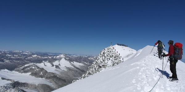Am Gipfelgrat des Großvenedigers