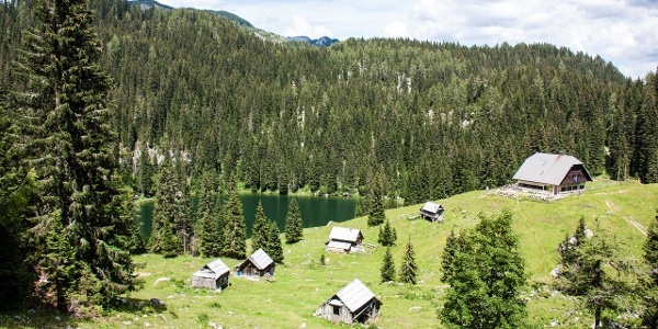 Koča na Planini pri Jezero