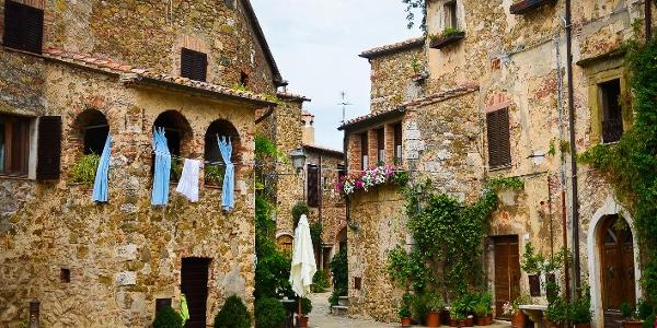 Schlossplatz von Montemerano