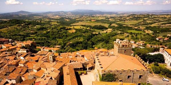 Panorama di Manciano immortalato da un drone