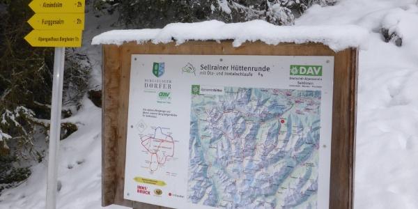 Hinweistafel Sellrainer Hüttenrunde und Wegetafel
