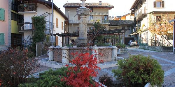 Levico Terme Piazza Vecchia Fontana