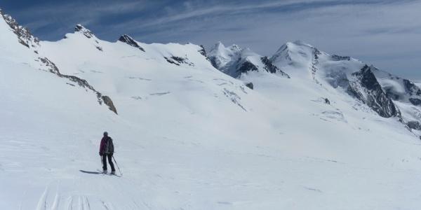 Querung unter den Breithornzwillingen und Roccia Nera zum Schwarztor links des Pollux