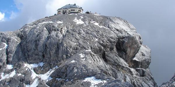 Matrashaus (Westseite) am Gipfel des Hochkönig
