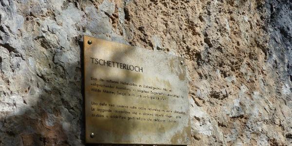 Eine kleine Tafel informiert über das Tschetterloch.