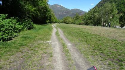 """0800 entlang der Maggia - ebenfalls ein sehr beliebter Ausflugsziel der Einheimischen 46°10'10.0""""N 8°46'12.5""""E"""