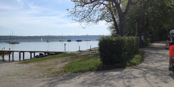... über den Uferweg direkt am Ammersee entlang ...