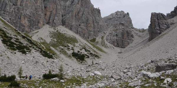 Typisches Dolomiten-Gelände im Abstieg von der Forcella Monfalcon di Forni ins Val d'Arade