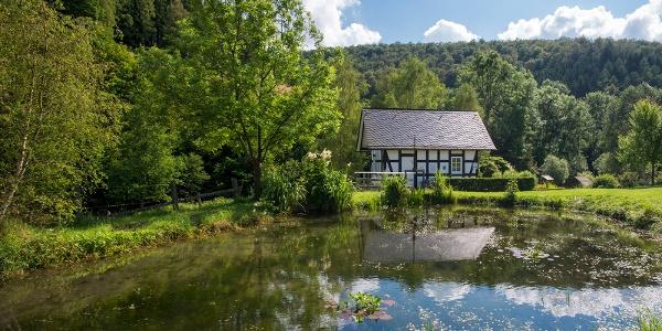 Waldarbeitermuseum in der alten Mühle von Latrop, Außenansicht