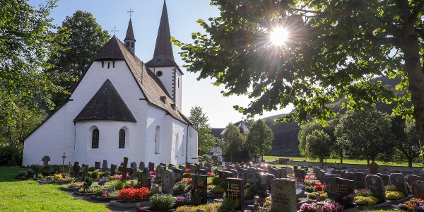 Die spätromanische Kirche in Lenne