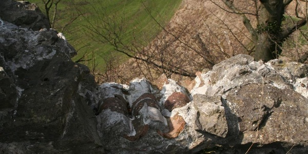"""Original-Mauerabdeckung,""""Mönch und Nonne"""" genannt"""