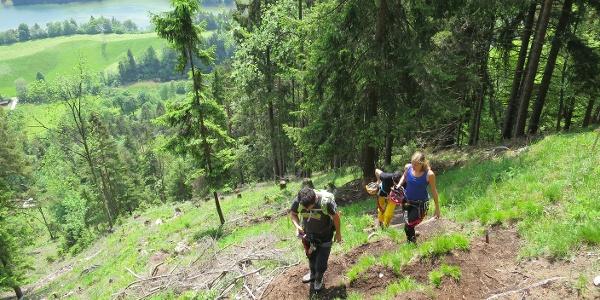 Steiler Zustieg zum Klettersteig