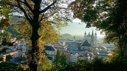Blick vom Mönchsberg auf die Stadt Salzburg