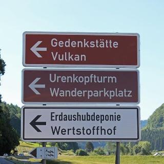 Hinweisschild beim Abzweig B294 zum Urenkopfparkplatz
