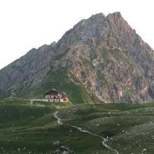 Blick zur Fiederpasshütte