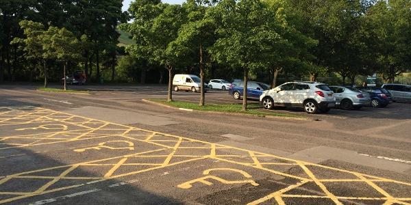 Parkplatz am Ortsanfang von Edale.