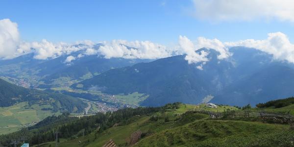 Links unten die Bergstation des 2er Sesselliftes.
