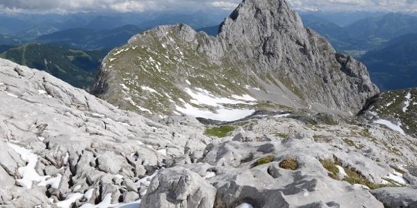 Karstfelsen am Streitmandlried mit Hochthron und Fieberhorn