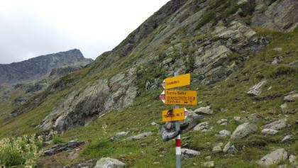 Im Hintergrund ist das Schwarzhorn zu sehen.