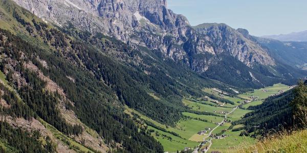 Blick über das Gschnitztal zur Kirchdachspitze