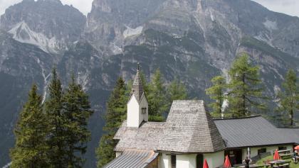 Blick auf die Kapelle....Blick gegen die Kalkwand