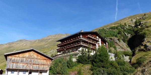 Von Rofen starten wir heute die Bergtour auf den Urkundkolm.