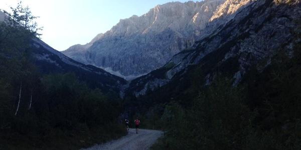 Der Lauf führt durch das atemberaubende Karwendelgebirge