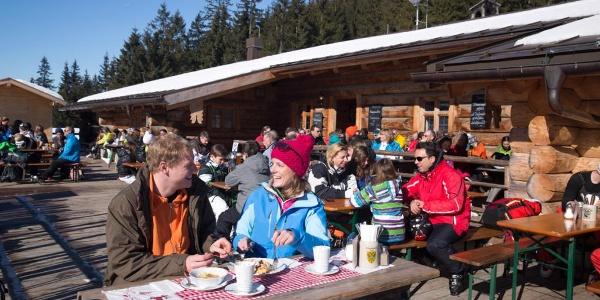 Schneeschuhwanderung Kolbensattelhütte - Terrasse der Kolbensattelhütte