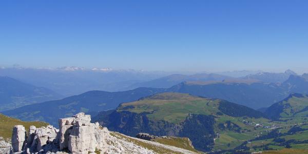 Blick über den Puflatsch zu den Gletschern des Alpenhauptkamms