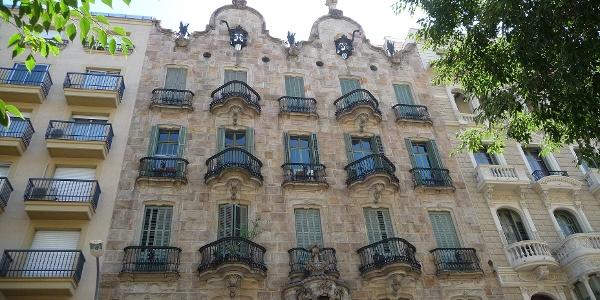 La fachada de la Casa Calvet