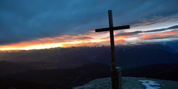Gipfelkreuz Hochkönig bei Sonnenaufgang