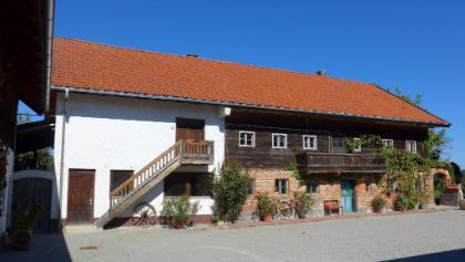 Trad. denkmalgeschütztes Rottaler Wohnhaus in Adlhaid, gut erhalten, aber nicht mehr bewohnt (Neubau). Es wird aber originalgetreu erhalten bleiben.