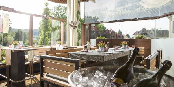 Weinbar im Garten-Hotel Ochensberger