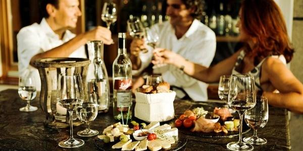 Genuss in der Weinbar im Garten-Hotel Ochensberger
