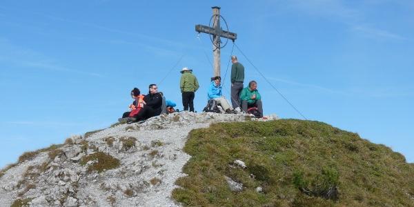 Kuegrat: Gipfelkreuz und beliebter Rastplatz