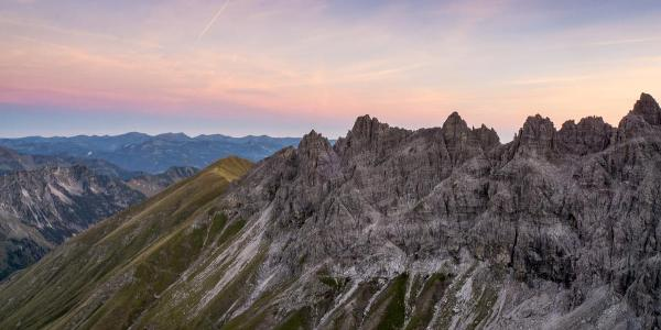 Blick vom Gipfel bei Sonnenaufgang