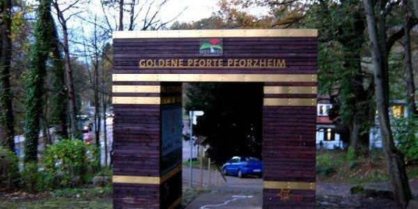 Goldstadtpforte für die Fernwanderweg quer durch den Schwarzwald.