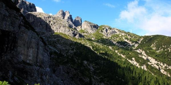 Vista verso il Col Lanar con dietro il gruppo del Clap