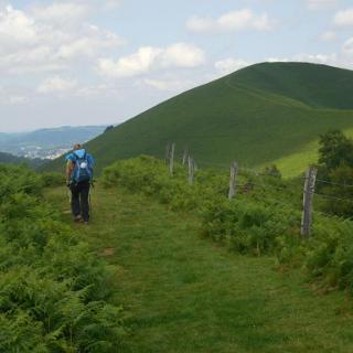 Über die grünen Hügel vor Lourdes