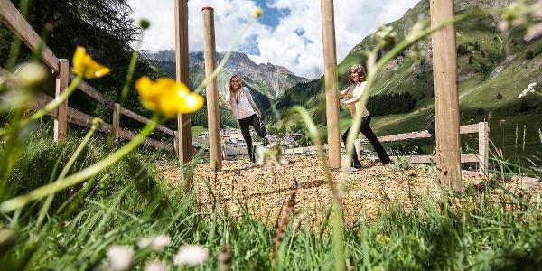 Talwanderweg Inner Wald, Vitaparcours, Foto Andrea Badrutt, Chur
