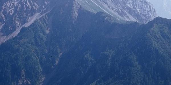 Alla base del canalone franoso che sale al passo Cacciatori